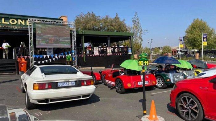 Terapkan Jarak Sosial, Restoran di Afrika Selatan Ubah Parkiran Jadi Tempat Makan