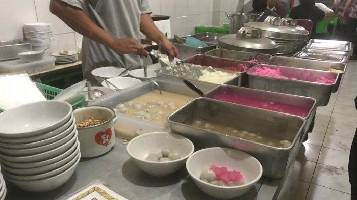 Mencicipi Hangatnya Ronde Titoni, Kuliner Legendaris di Malang yang Buka Sejak 1948