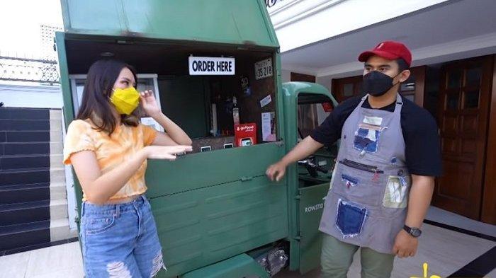 Chef Resto Bintang 5 Dirumahkan karena Pandemi, Kini Jualan Ayam Panggang Pakai Bajaj