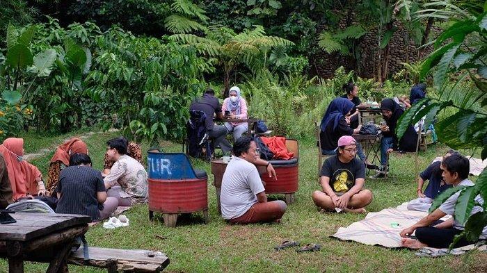 TRAVEL UPDATE: Asyiknya Ngopi dengan Suasana Khas Pedesaan di Rumah Kopi Ranin Bogor