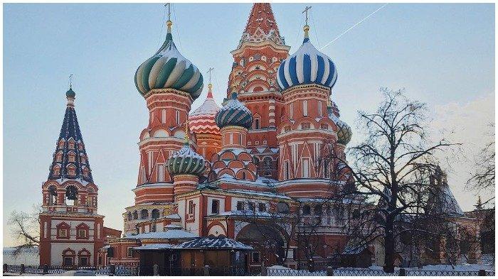 St. Basil's Cathedral yang terletak di Red Square, Moskow, Rusia