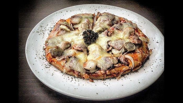 Meat Pizza, Menu Nikmat Bertesktur Tebal Ala Homemade
