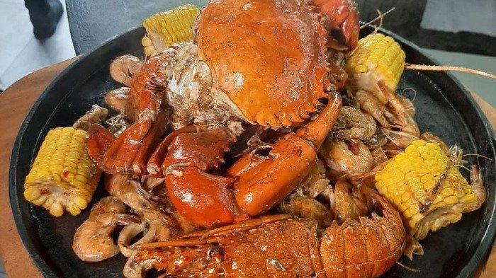 Sajian menu seafood di Miting Lobster