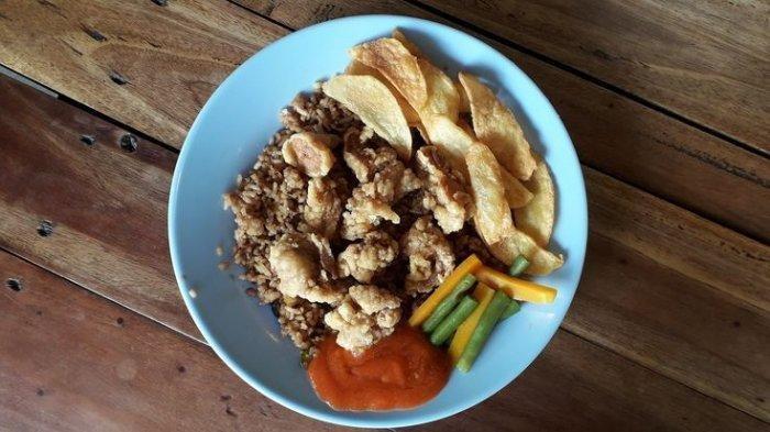Sajian Nasi Goreng Bistik AA Astana Anyar di Koenyah Foodcourt.