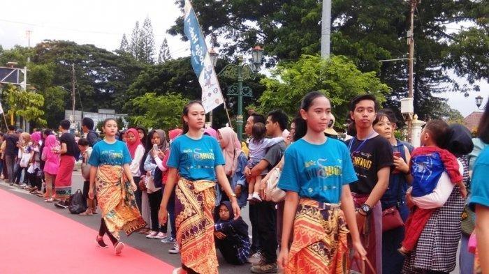 Sarung in Boho Style, Perpaduan Unsur Barat dan Unsur Jawa Karya Aini Anendra