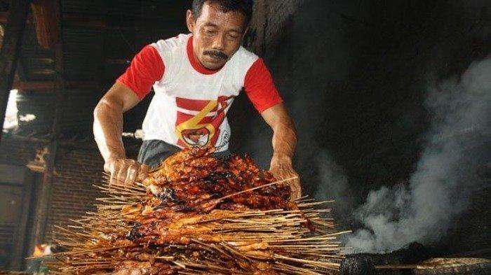 Menikmati Lezatnya Sate H Tukri Sobikun, Kuliner Legendaris Ponorogo Langganan Jokowi hingga SBY