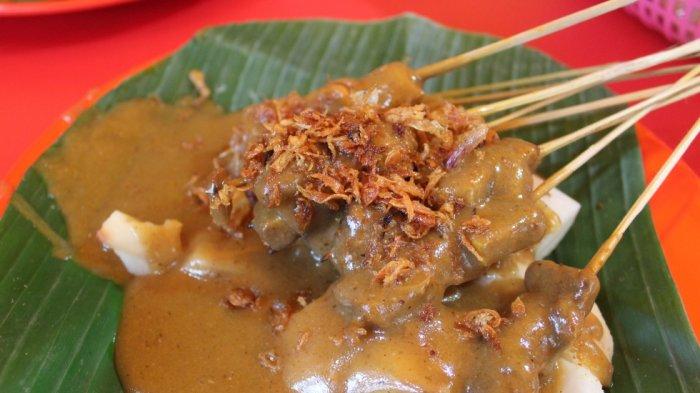 Hidangan sate Padang di Sate Padang Ajo Ramon di Jalan Cikajang, Kebayoran Baru, Jakarta Selatan.
