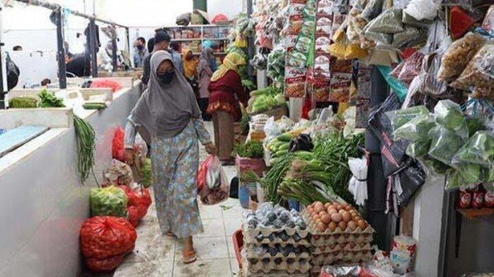 Sejumlah pihak pasar tradisional di Kota Tangerang kembali melakukan pengawasan pengetatan protokol kesehatan di masa perpanjangan PPKM Level 4.