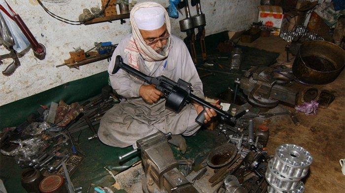 Mengenal Lebih Dekat Darra Adam Khel: Desa Produsen Pistol Ilegal di Pakistan