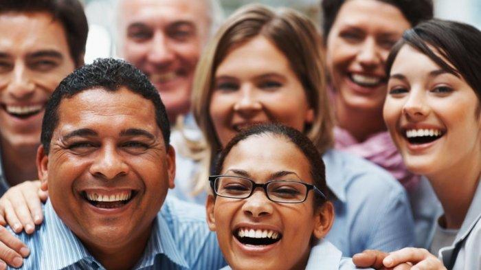 Disarankan Tersenyum Saat Foto Paspor, Ternyata Bikin Mudah Dikenali