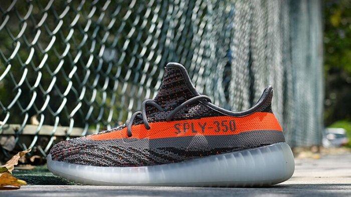 Sepatu Adidas - 3 Alas Kaki dari Merek