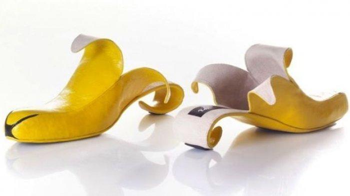 Sepatu kulit pisang