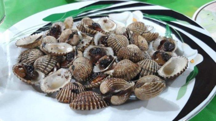 Seporsi kerang darah goreng di Seafood Pak Jari Simpanglima Semarang
