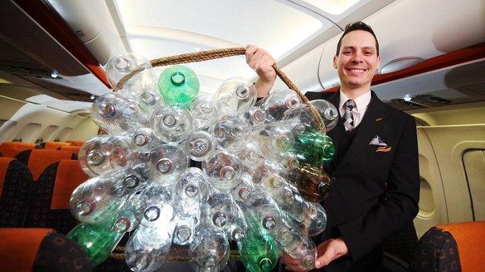Uniknya Seragam Baru Pramugari EasyJet, Terbuat dari Botol Plastik Bekas