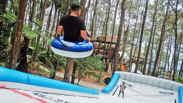 Wahana skiban di Kopeng Treetop Semarang.