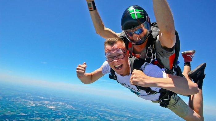 5 Tempat Terbaik di Dunia untuk Skydiving, Mulai dari Gurun Pasir Namib hingga Interlaken