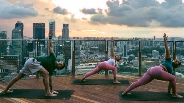 Skypark yoga di Marina Bay Sands