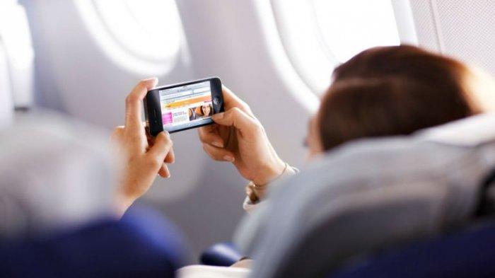 Kenapa Ponsel Dilarang Digunakan di Dalam Pesawat?