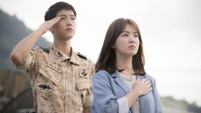 Song Joong Ki dan Song Hye Kyo dalam drama seri Descendants of the Sun.