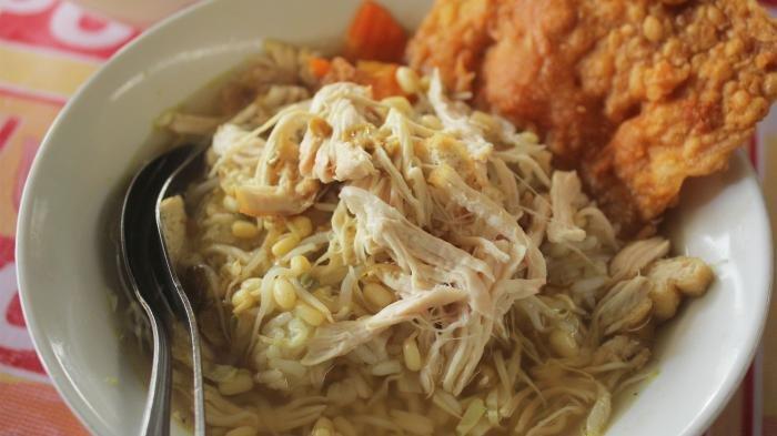 Soto Hollywood Jakal, Tempat Makan Favorit Mahasiswa UII yang Sajikan Soto Berkuah Bening