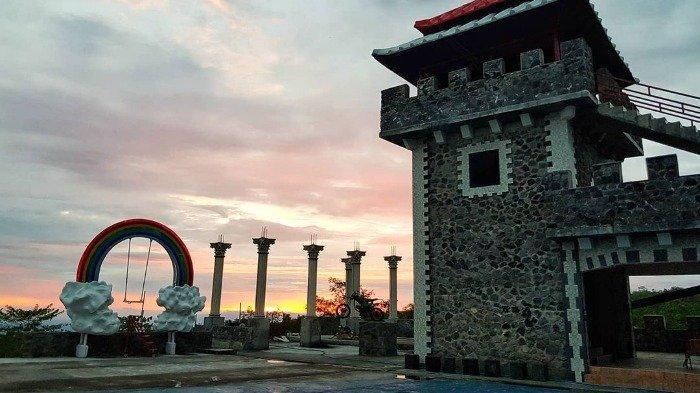 Gunung Merapi Sumburkan Awan Panas, The Lost World Castle Jogja Tetap Buka