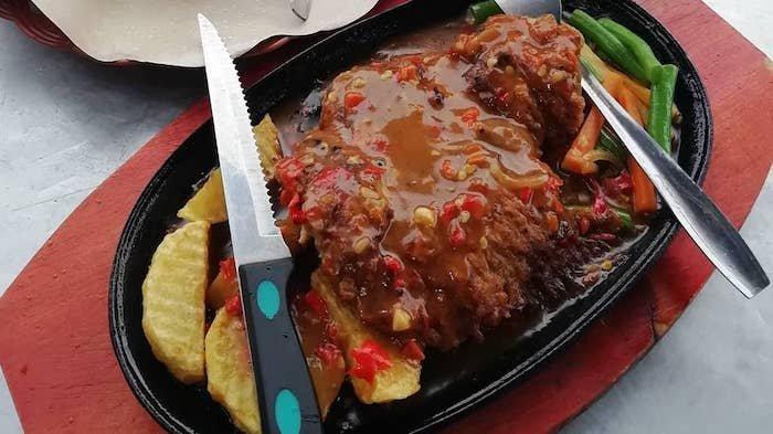 Eks Chef Restoran Mewah Jualan Steak Murah di Bandung, Bisa Pilih Level Pedasnya
