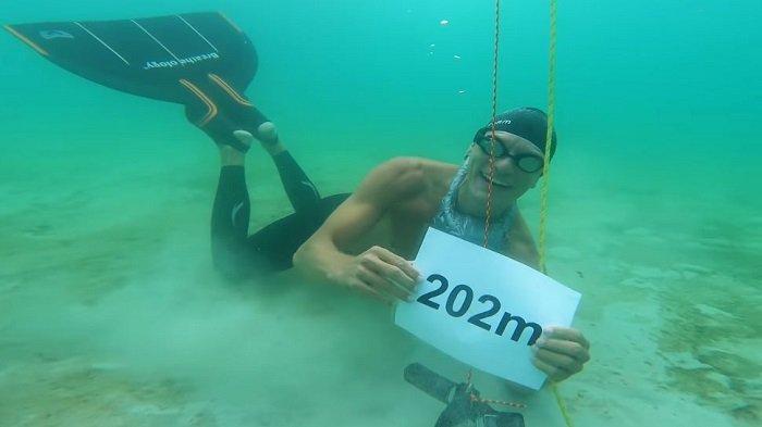 Pecahkan Rekor Dunia, Pria Ini Lakukan Penyelaman Terpanjang dengan Satu Tarikan Napas