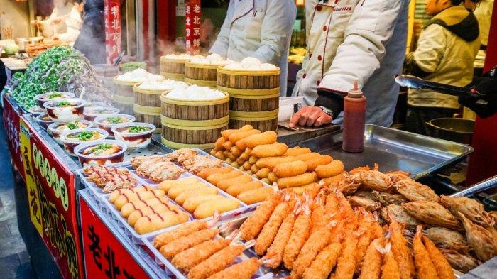 7 Kota Terbaik Menikmati Street Food yang Lezat Abis, Wajib Masuk Bucket List!