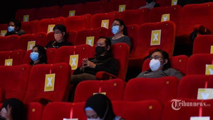 Suasana bioskop XXI di Grand City, Kota Surabaya, Jawa Timur, Jumat (2/4/2021). Mulai 2 April 2021, setelah satu tahun tutup akibat pandemi Covid-19, tujuh bioskop di Kota Surabaya kembali beroperasi dengan protokol kesehatan (prokes) ketat. Ketujuh bioskop tersebut yakni Ciputra World XXI, Grand City XXI, Pakuwon Mall XXI, Royal XXI, Transmart Rungkut XXI, Tunjungan 5 XXI, dan Galaxy XXI.
