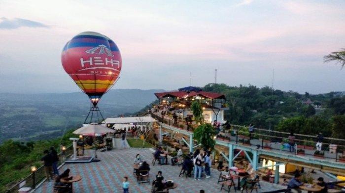 Suasana HeHa Sky View di Patuk, Gunungkidul setelah kembali beroperasi, Rabu (17/06/2020)
