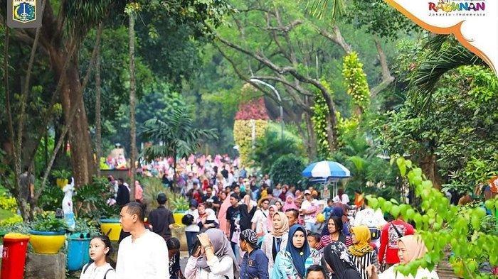 Suasana keramaian di Kebun Binatang Ragunan, Jakarta