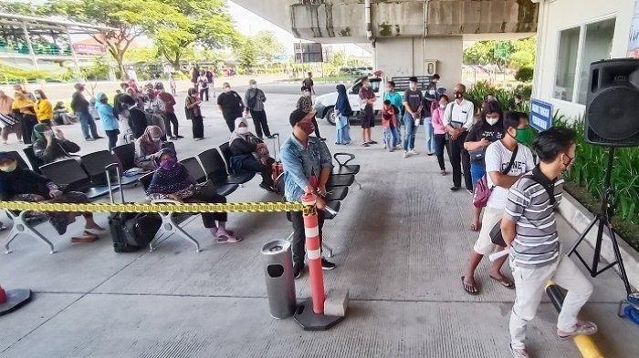 Suasana rapid test antigen di kompleks Bandara Adi Soemarmo Solo di Kecamatan Ngemplak, Kabupaten Boyolali, Rabu (23/12/2020)
