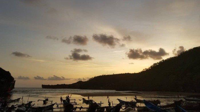 Suasana Sunset di Pantai Baron, Gunungkidul