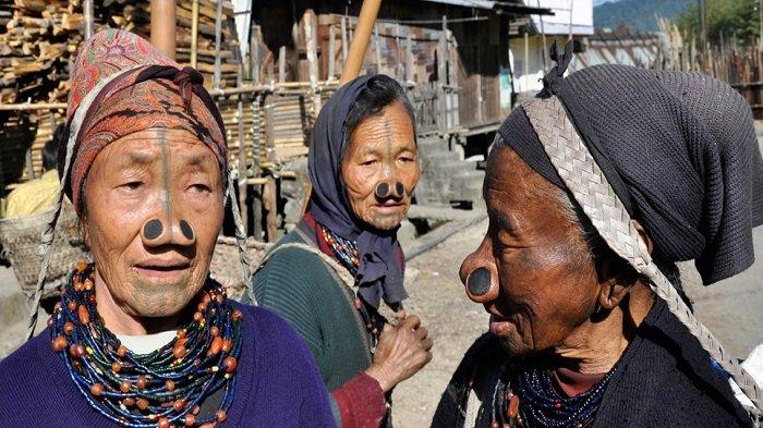 4 Standar Kecantikan Teraneh di Dunia, Wanita Suku Dinka Menggores Tubuhnya dengan Pisau Tajam