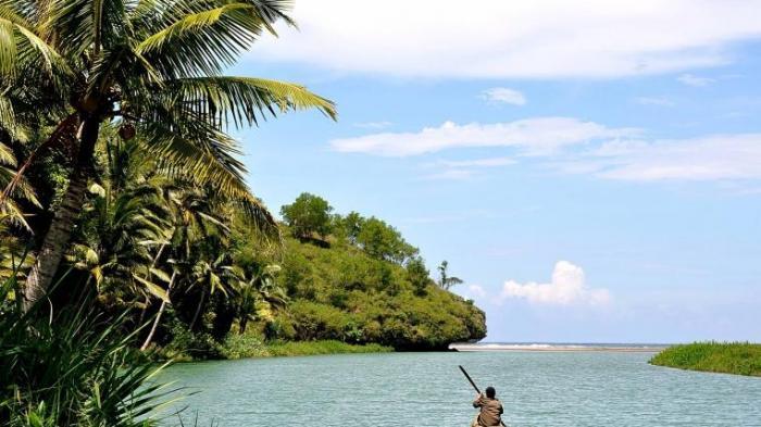 6 Sungai Terunik di Indonesia, Merasakan Sensasi Menelusuri Amazon di Sungai Maron