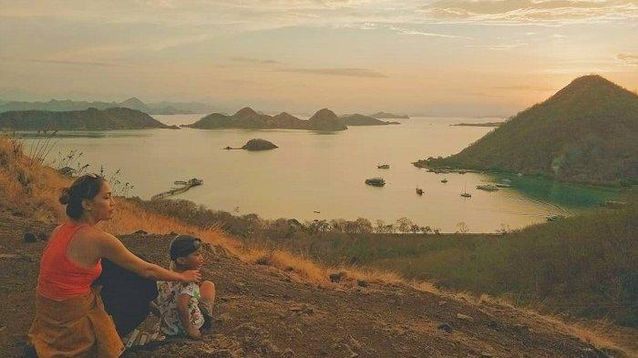 TRAVEL UPDATE: Asyiknya Menikmati Keindahan Matahari Terbenam di Labuan Bajo