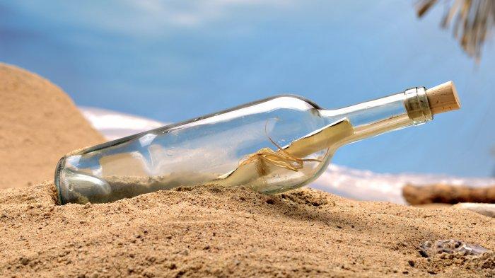 Kisah Pria Temukan Surat Dalam Botol Tertua Sedunia di Pantai, Isinya Mengejutkan