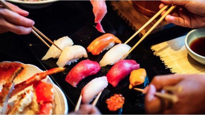 25 Hari Setelah Makan Sushi, Tangan Kakek Ini Harus Diamputasi Akibat Infeksi Bakteri