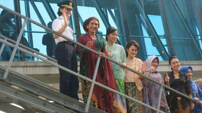 Hari Kartini, Begini Penampilan Menteri Susi dan Staf Garuda Indonesia Berkebaya, Cantik!