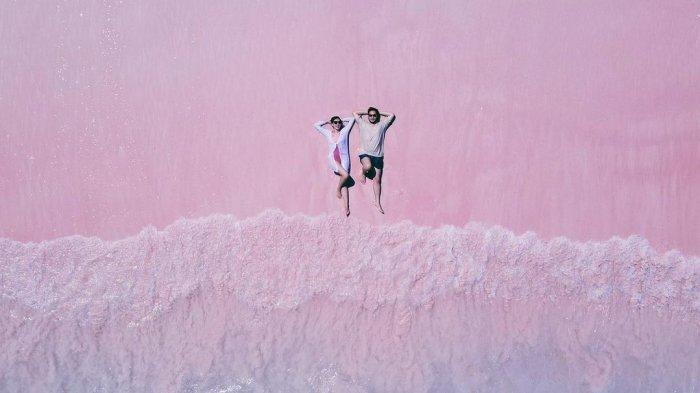 Syahnaz Sadiqah dan Jeje Govinda liburan di Pink Beach