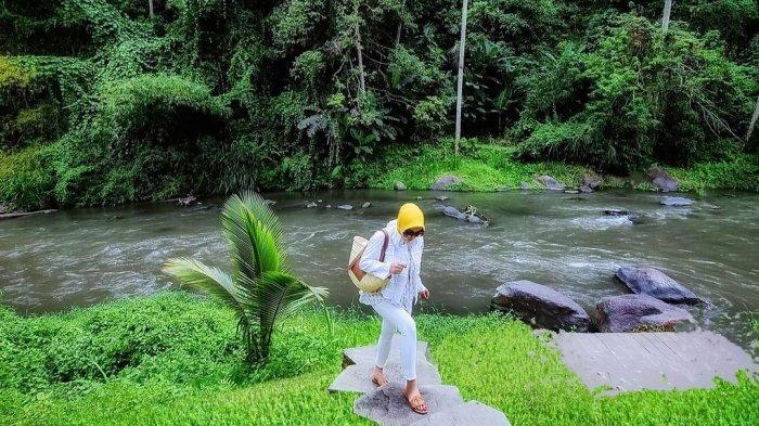 Syahrini liburan di hotel mewah Bali