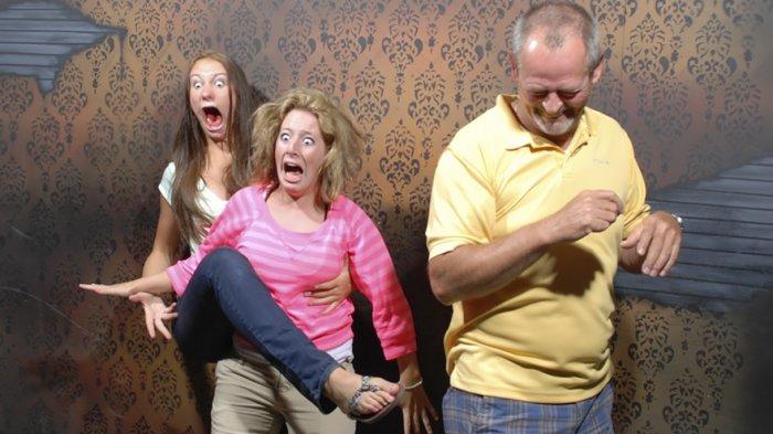 Ngakak! Begini Ekspresi Saat Turis Masuk ke Rumah Hantu, Ada yang Matanya Hampir Copot!