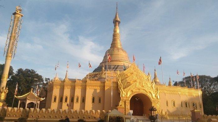 Taman Alam Lumbini Berastagi dengan Replika Pagoda Shwedagon terbesar kedua di Dunia, terletak di Desa Tongkoh, Berastagi, Dolat Rakyat, Kabupaten Karo, Sumatera Uatara, Kamis (12 Desember 2019)