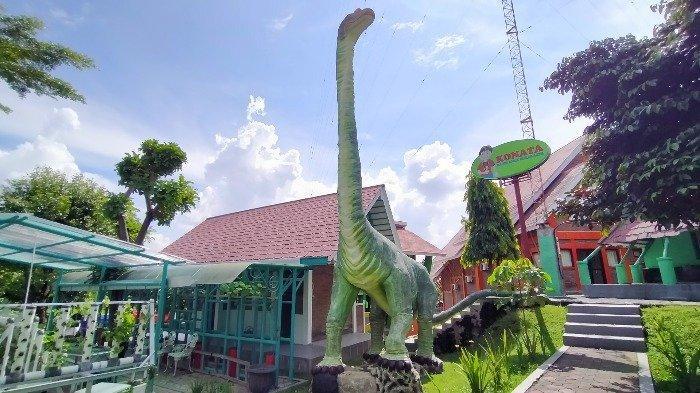 Taman dino di Taman Cerdas Soekarno-Hatta Surakarta, Sabtu (10/7/2021).