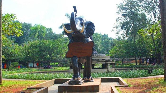 Fasilitas taman refleksi di Taman Margasatwa Ragunan.