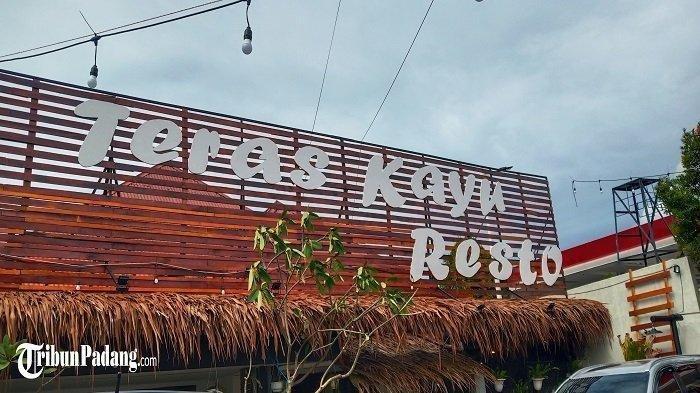 Teras Kayu Resto, Tempat Makan di Kota Padang yang Suguhkan Nuansa Tradisional