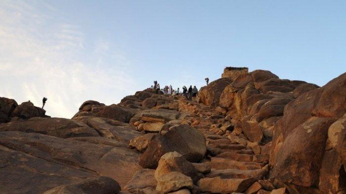 Curam dan Berbahaya, Ini 4 Tangga Paling Ekstrem di Dunia, Termasuk Tangga Gunung Musa di Mesir