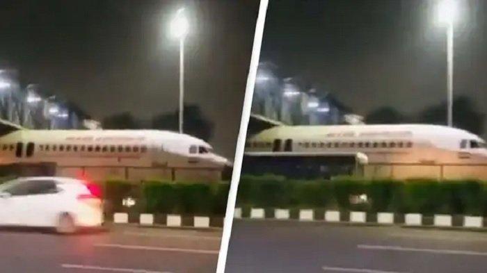 Viral Video Pesawat Tersangkut di Bawah Jembatan di Tengah Jalanan Sibuk India