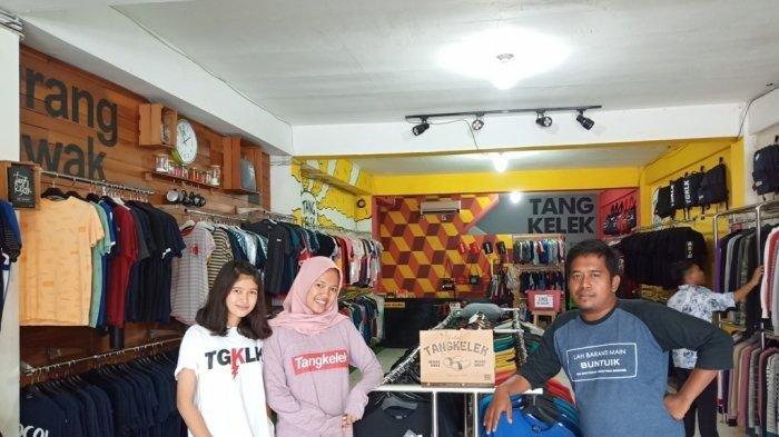 Cari Oleh-oleh Unik di Padang? Kunjungi Tangkelek yang Jual Kaus Bertuliskan Plesetan Pepatah Minang