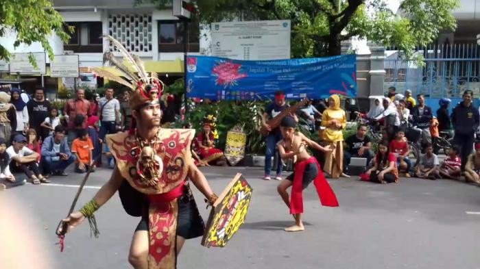 CFD Solo - Keren! Nggak Cuma Jalan-jalan, Kamu Bisa Lihat Pertujukkan Tarian Nusantara di Sini